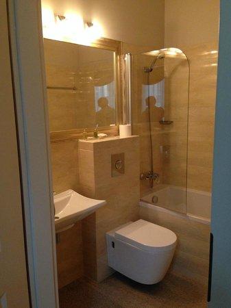 Hotel Kolegiacki: bathroom