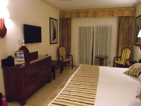 Hotel Riu Vallarta: Flat Screen TV