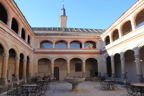 Hotel San Antonio el Real: El claustro