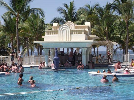 Hotel Riu Vallarta : Swim-Up Bar