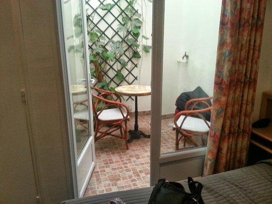 "Edgar Quinet Hotel : The ""Terrace"""