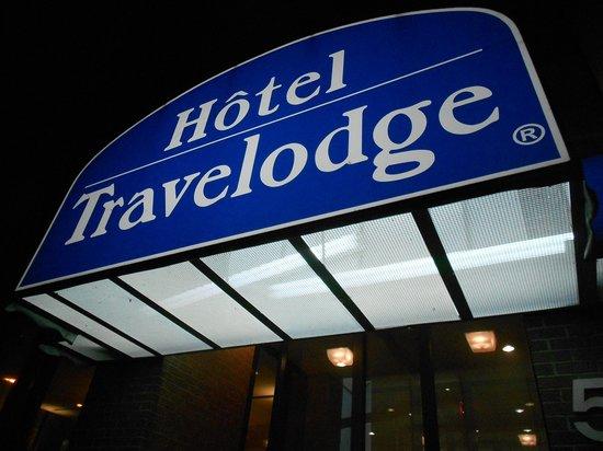 Travelodge Montreal Centre: Cartel de noche