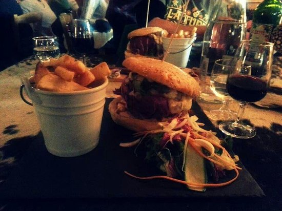 La Peau de Vache: Amazing burger!
