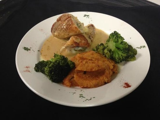 Emilio's Italian Restaurant : Stuffed Veal and roasted red pepper mashed potatoes