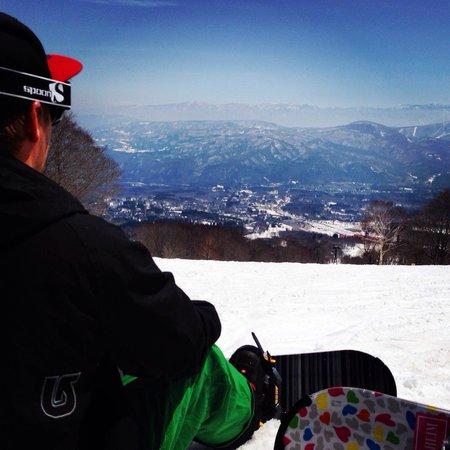 Spring time snowboarding - walk to the slopes from Akakura Akarien