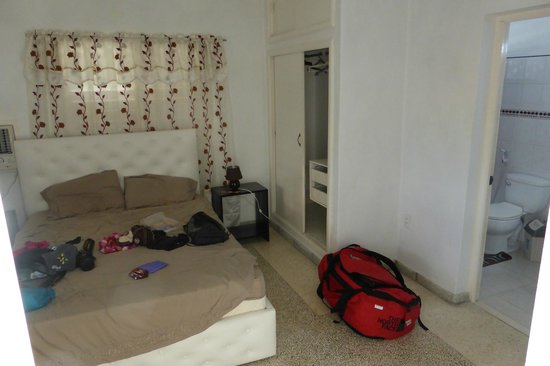 Hostal Nautico: bedroom with refridgerator and an own bathroom