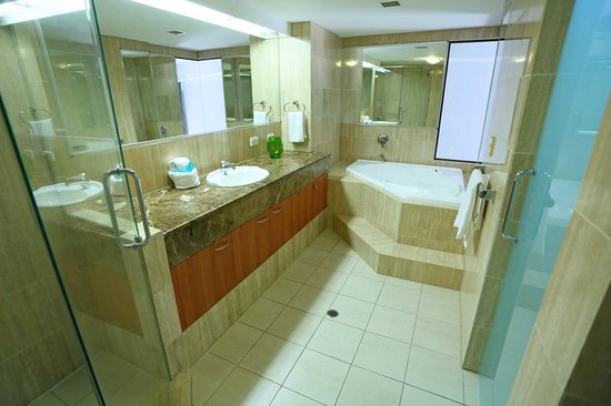 Neptune Resort: Penthouse master ensuite