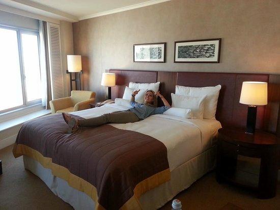 Corinthia Hotel Lisbon: Massive Comfy Bed!