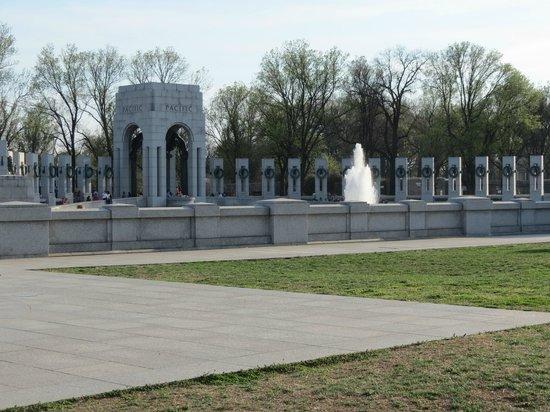 On Board Tours DC : WW2 memorial