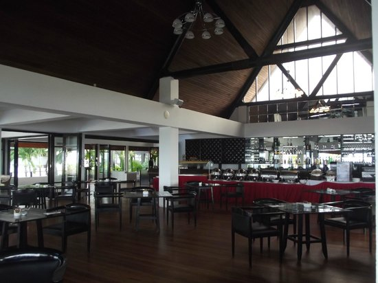 The Pearl Resort: beautiful dining room/breakfast as well