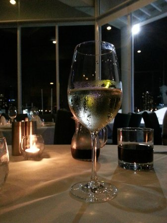 Omeros Bros Seafood Restaurant: At least the drinks were cold