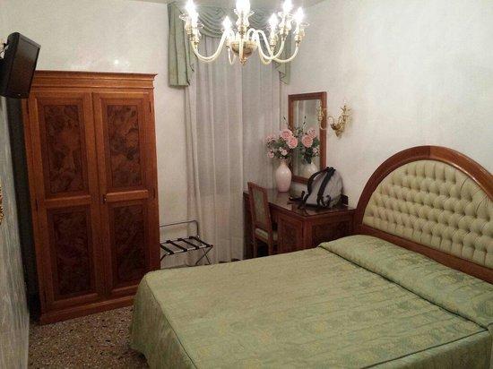 Hotel Antica Casa Carettoni: The double room