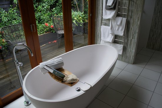 Spicers Tamarind Retreat: Bath in Ensuite