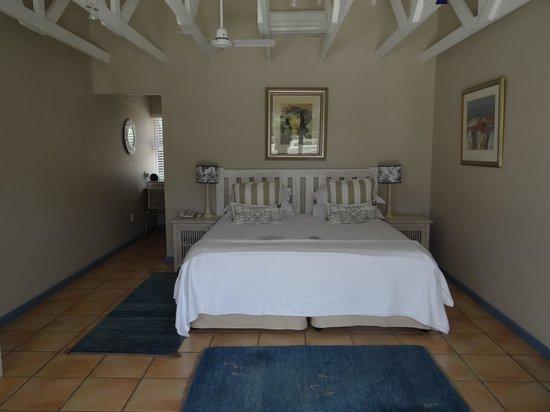 Abalone Guest Lodge: Quarto amplo e muito confortável