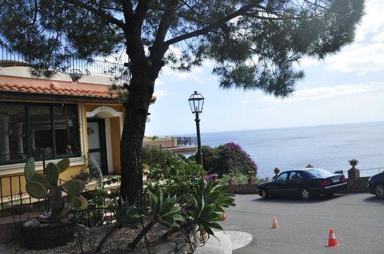 Baia Taormina : acceso