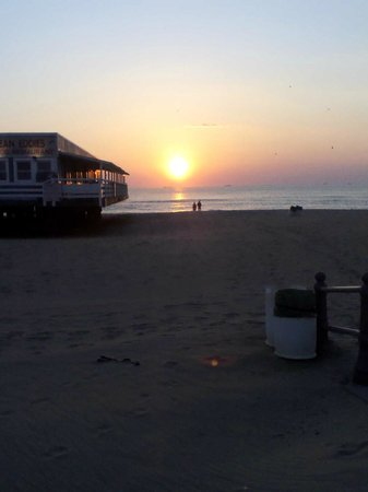 Beach Carousel Motel: Sunrise at the Virginia Beach Fishing Pier