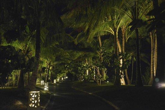The St. Regis Bora Bora Resort: Grounds around resort