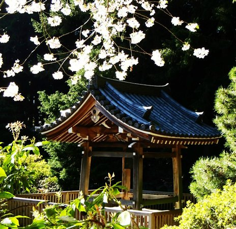 Nitobe Memorial Garden: small house