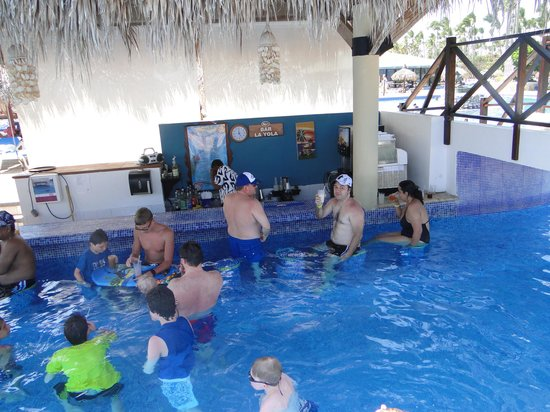 Sirenis Punta Cana Resort Casino & Aquagames : Bar da piscina
