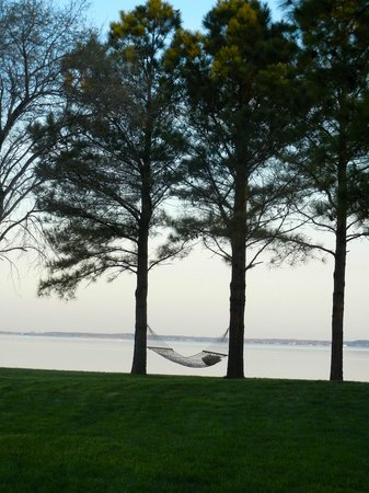 Wades Point Inn on the Bay: the grounds
