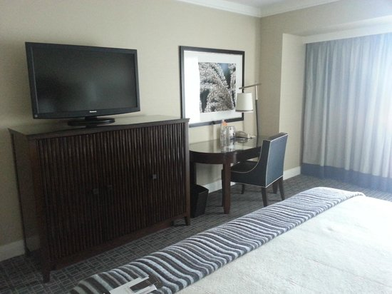 Omni Los Angeles at California Plaza : Very nice room