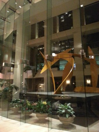 Omni Los Angeles at California Plaza: Very nice lobby to welcome guests