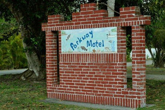 Parkway Motel & Marina: Parkway Sign