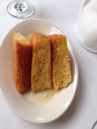 Olivier's Creole Restaurant: Cornbread au beurre miel