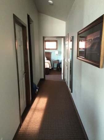 Inn at Nye Beach: Hallway leading to master bedroom