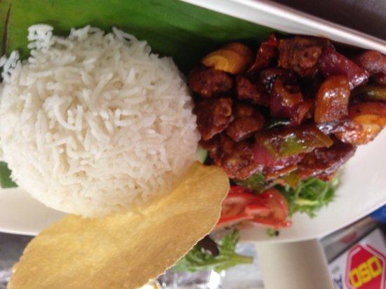 Cinnamon's Restaurant & Bar: Steam rice with devilled chicken