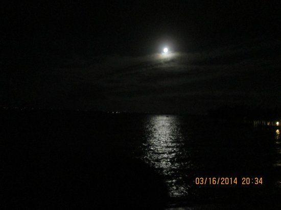 Hideaways at Palm Bay : Moon over the Hideaways