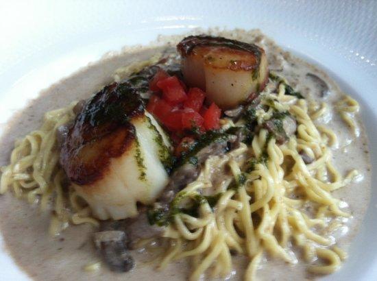 Alberto's on Fifth Fine Italian Restaurant: tagliatele pasta with mushrooms and scallops