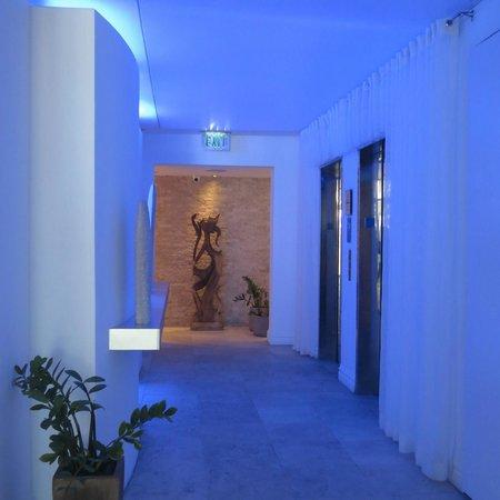 San Juan Water & Beach Club Hotel : downstairs lobby