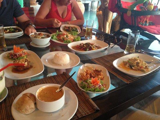 Buddha View Restaurant: Понравилось все! Суп из лобстера, сифуд темпура, желтое карри с крабом, мясо в устричном соусе и