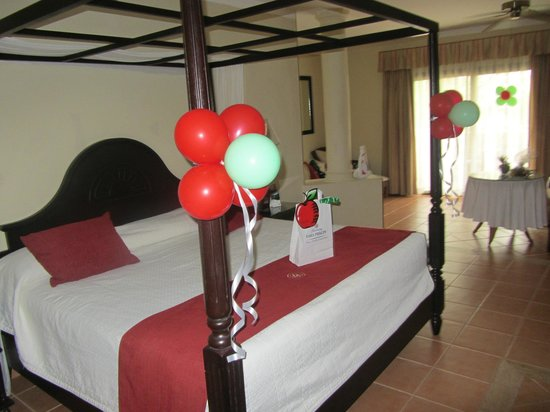 Luxury Bahia Principe Ambar Blue : Room decorated for birthday