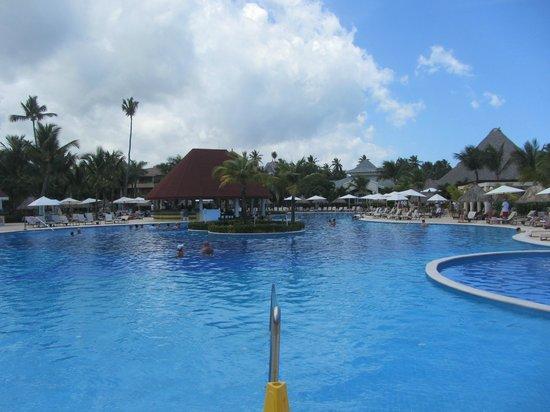 Luxury Bahia Principe Ambar Blue Don Pablo Collection : The Pool & swim-up bar