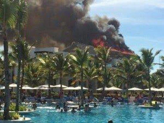 Hard Rock Hotel & Casino Punta Cana : Incendio del restaurante principal ayer 16 de abril de 2014 a las 4 pm, no hubo heridos, oportun