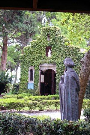 Mission of Nombre de Dios: Chapel with Saint overlooking it