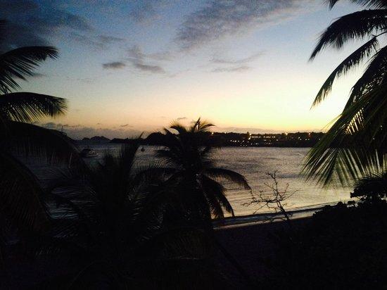 Emerald Beach Resort: Sunset from the balcony