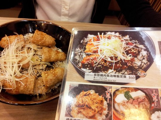 Beppu Ekimae : Minced chicken on rice - dish vs. menu picture