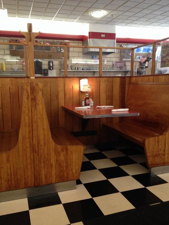 Quarrier Diner: Typical booth