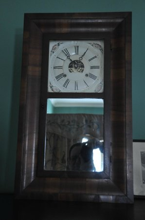 Nichols House Museum : clock