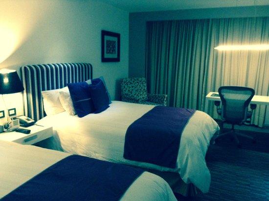 Presidente InterContinental Guadalajara : habitacion con camas dobles