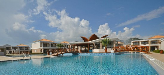 La Marquise Luxury Resort Complex: zwembad