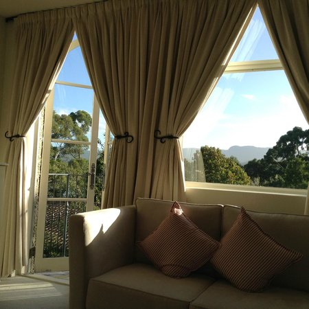Villa Howden: The rose room lounge and endless coffee station