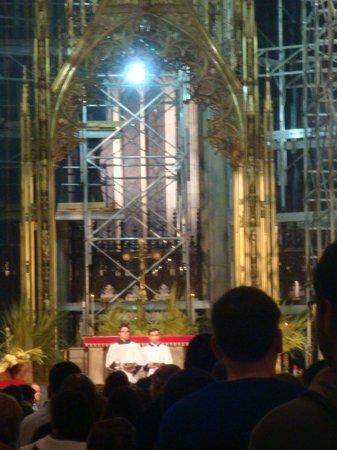 St. Patrick's Cathedral: Altar da St. Patrick - domingo de ramos 2014