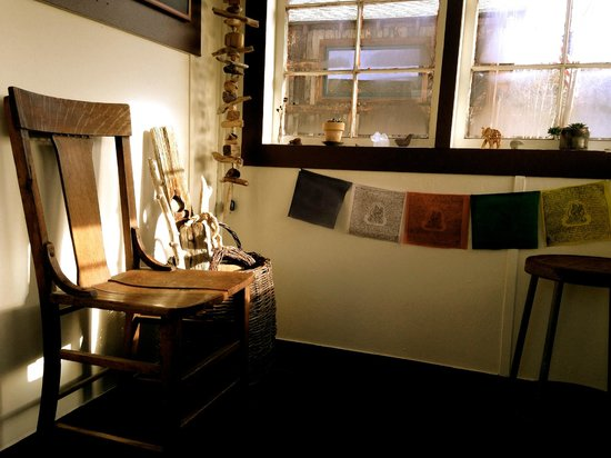 Sage Massage Therapy & Acupuncture : Welcome to our sanctuary.