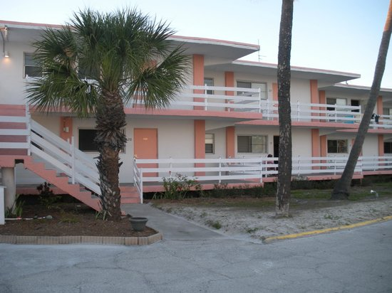 Carousel Inn on the Beach : front view (faces SW)