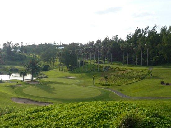 Fairmont Southampton : on-site golf course