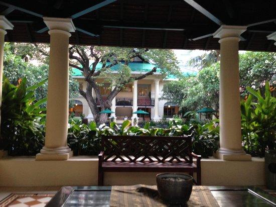 Raffles Hotel Le Royal: close to the pool